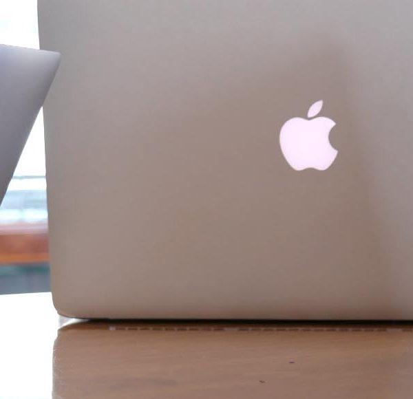 復活が噂されていたMacBookの光るAppleロゴ。残すは『MacBook Air13』インチだけに…。